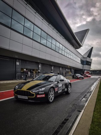 Aston Martin V8 Vantage experience at Silverstone - me driving!!!!