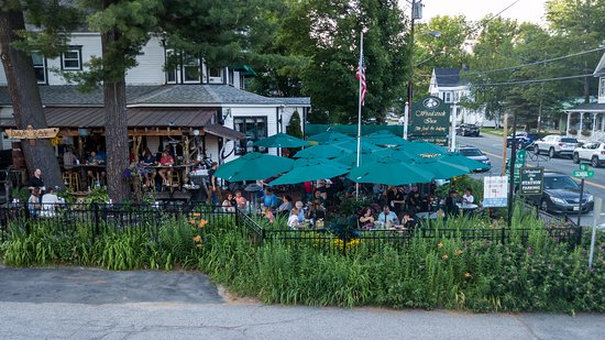 Woodstock Inn Station & Brewery: patio and outdoor bar (seasonal)