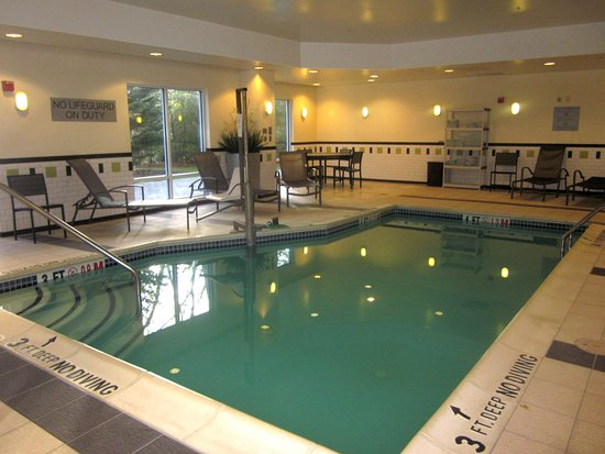 Fairfield Inn & Suites Carlisle: Indoor Pool