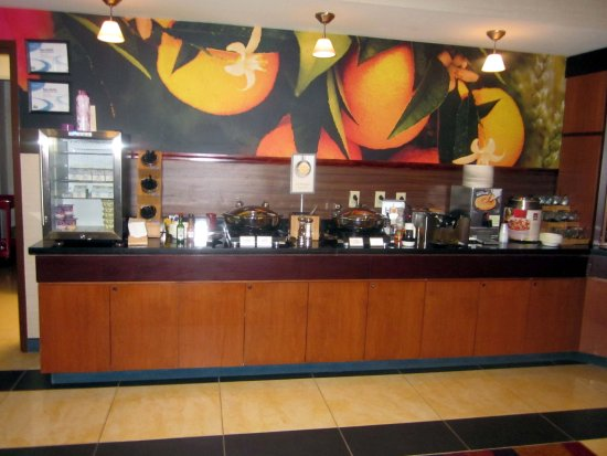 Fairfield Inn & Suites Carlisle: Breakfast Bar