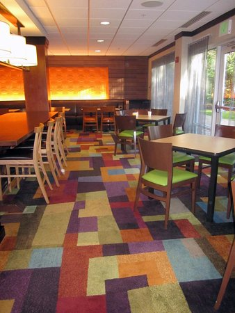 Fairfield Inn & Suites Carlisle: Breakfast Dining Area