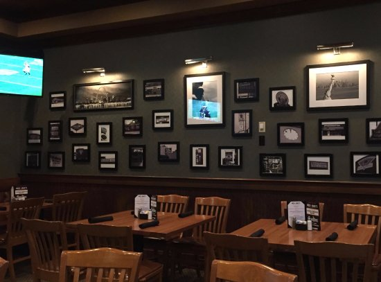 Parkville, MO: Loved the pictures on the wall, and TV in 2 corners