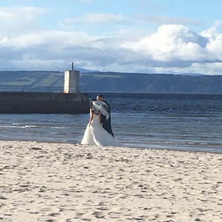 Nairn, UK: newlywed couple- stunning location for wedding photos