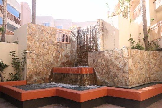 Ramada Hawthorne/LAX: Water fall
