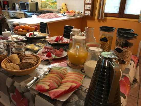 Belvianes et Cavirac, ฝรั่งเศส: Petit-déjeuner en buffet