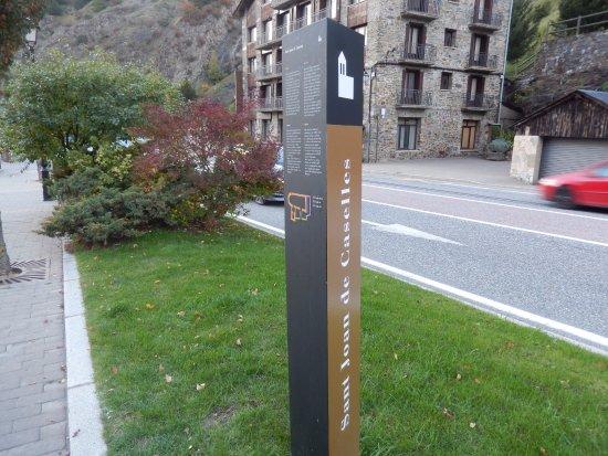 Canillo, Andorra: Totem com informações turísticas