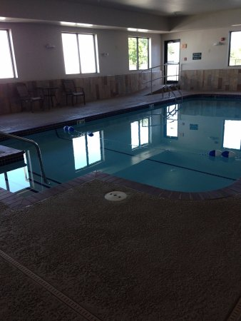 Wingate by Wyndham Bentonville Airport : Heated Pool