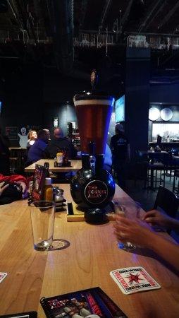 The Corner Alley Downtown @ E. 4th: Dispensador de cerveza!