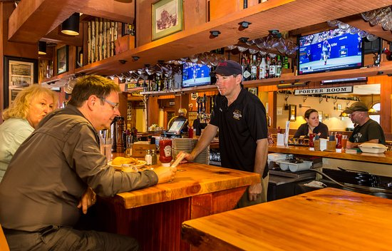 Woodstock Inn Station & Brewery: Main bar with our longtime bartender, Fitzy at the helm!