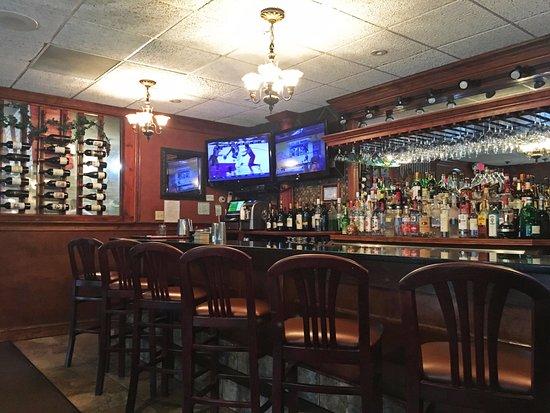 New Hartford, CT: Bar and Bar counter seating