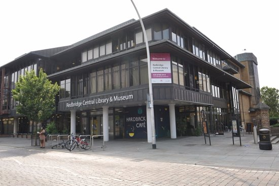 Ilford, UK: Outside the central library which has a small museum as well