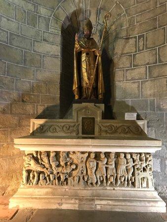 Saint-Hilaire, Франция: Sarcofago de St Sernin em mármore branco dos Pireneus.