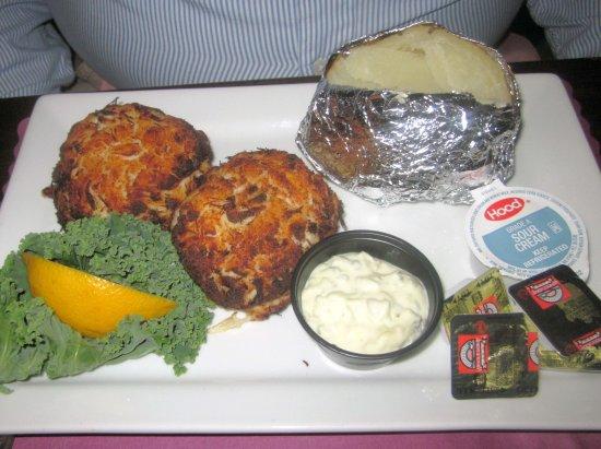 คาร์ไลอัล, เพนซิลเวเนีย: Broiled Crab Cakes with Baked Potato