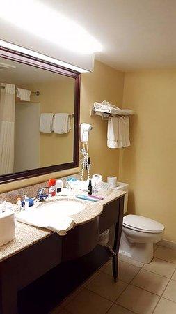 Best Western of Lake George : Bathroom
