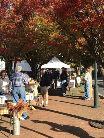 Staunton, VA: Saturday farmers market is a few steps away