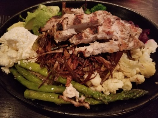 Northborough, MA: Quinoa bowl with grilled chicken