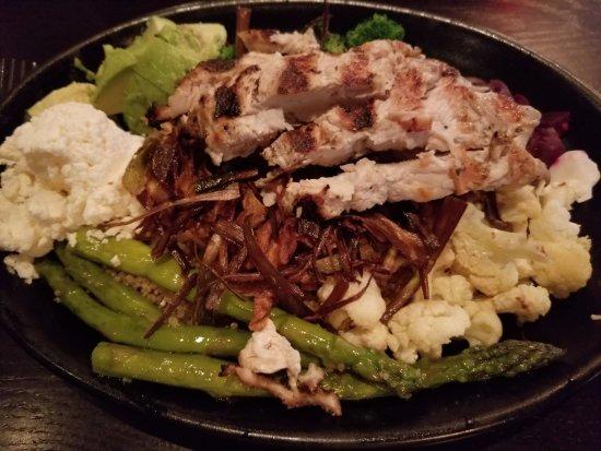 Northborough, Μασαχουσέτη: Quinoa bowl with grilled chicken