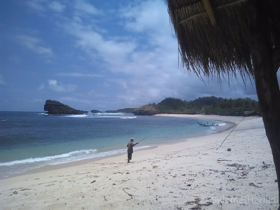 pantai watu karung beach picture of watu karung beach pacitan rh tripadvisor com my