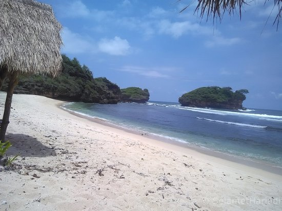 pantai watu karung beach picture of watu karung beach pacitan rh tripadvisor ca