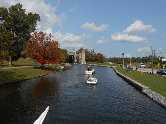 Liftlock and The River Boat Cruises: Boating toward liftlock