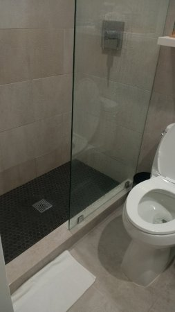 The Clay Hotel: Bathroom - water spillage.
