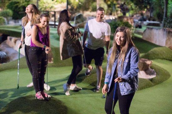 Parkwood, Australia: The Club 18 Hole Mini Golf Course
