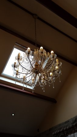 Orton, UK: Lovely light fixture in the Coffee Shop