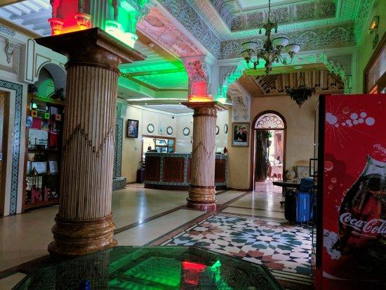 Maamoura Hotel: Hotel lobby and restaurant entrance