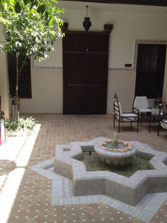 Riad le Clos des Arts : Riad Center Court 4