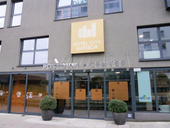 Hotel City Maribor: ホテルの入口