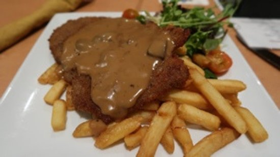 Bayswater, Australia: veal schnitzel with mushroom, salad and chips