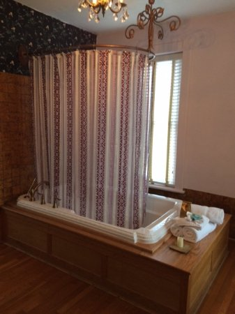 Palace Hotel & Bath House Spa: Converts for Showers