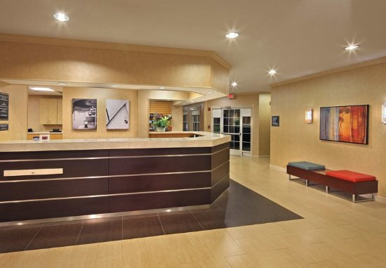 Southington, CT: Lobby - Front Desk