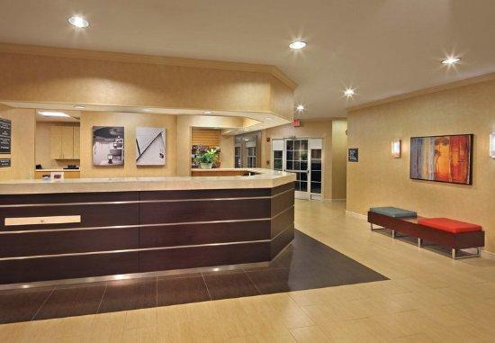Southington, CT : Lobby - Front Desk