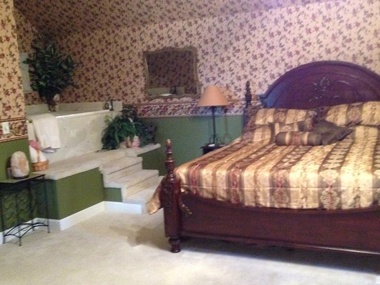 Marshfield, MO: Parkview Suite King Bed and Jacuzzi