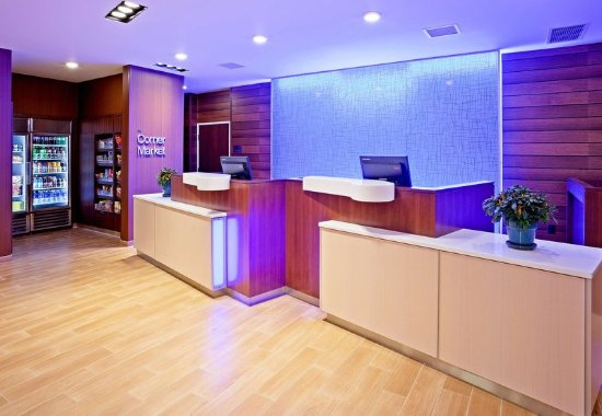 Vadnais Heights, MN: Front Desk