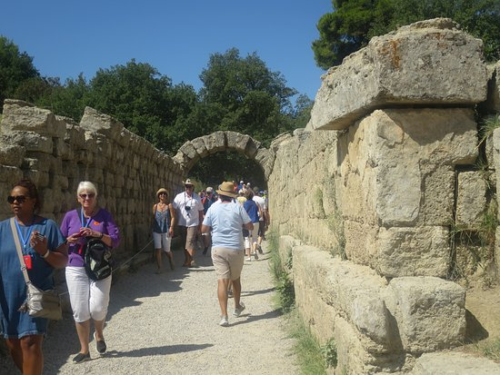 Oud Olympia (Archaia Olympia): Leaving the Ancient Olympic Stadium