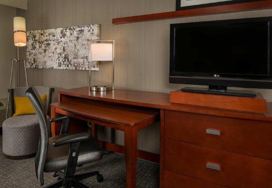 Orange, Коннектикут: Guest Room - Work Desk