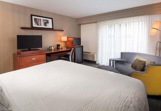 Orange, Коннектикут: King Guest Room