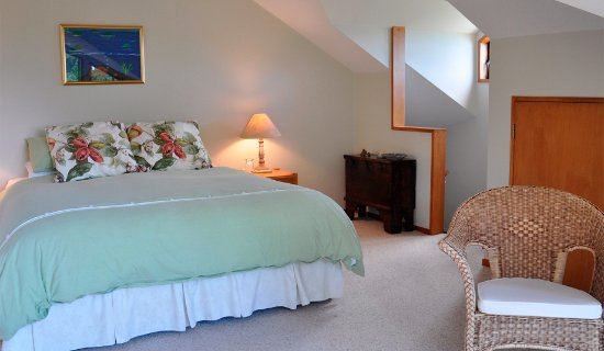 Waiwurrie Coastal Farm Lodge : upstairs bedroom