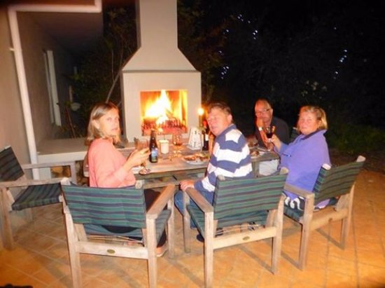 Waiwurrie Coastal Farm Lodge : outdoor fireplace and entertainment