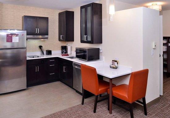 East Lansing, MI: Studio Suite Kitchen Area