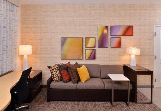 East Lansing, MI: Studio Suite Living Area