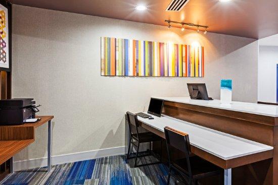 Sand Springs, OK: Lobby Lounge