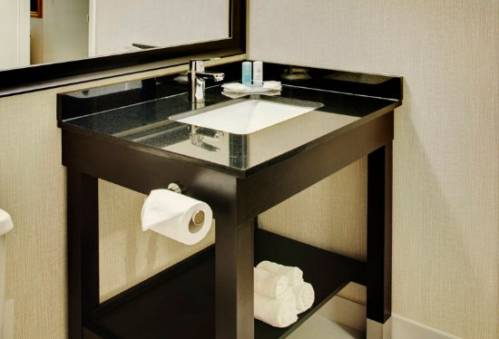Guestroom Bathroom With New Granite Vanity Comfort Inn Regina 39 Tripadvisor