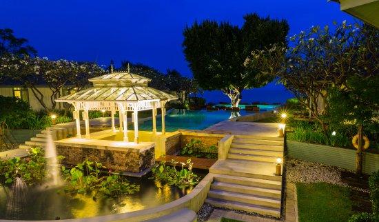 Devasom Hua Hin Resort: Our garden and sea view at night