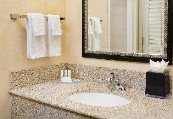 Homewood, AL: Guest Bathroom