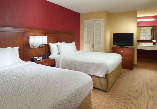 Hapeville, GA: Queen/Queen Suite Sleeping Area