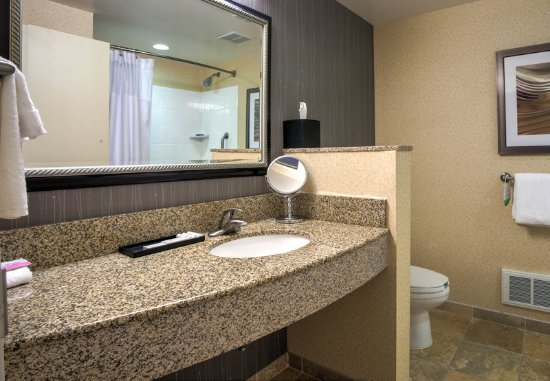 Hadley, MA: Guest Bathroom