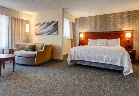 Hadley, MA: Corner King Guest Room
